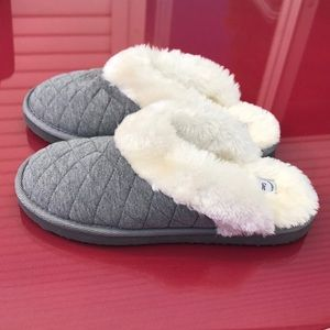 Gap gray quilted slippers excellent condition